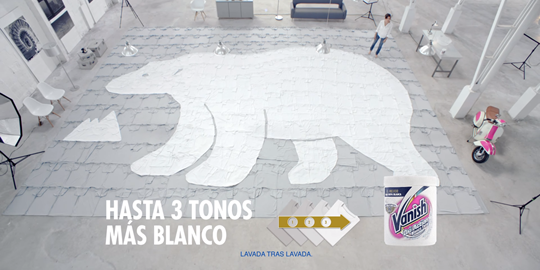 Anuncio Vanish® Oxi Action Blanco Total Polvo - Oso Polar